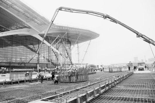 青岛最大交通枢纽地铁火车北站主体封顶