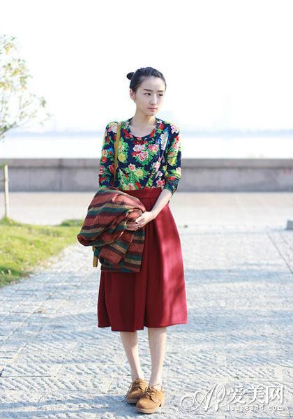 50年代复古伞裙 秋冬演绎精致华美