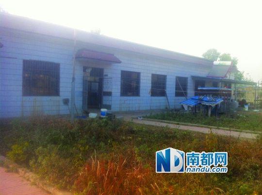 镇计生办大院靠西边的平房被多名村民指证为计生学习班所在地。南都记者张晗摄
