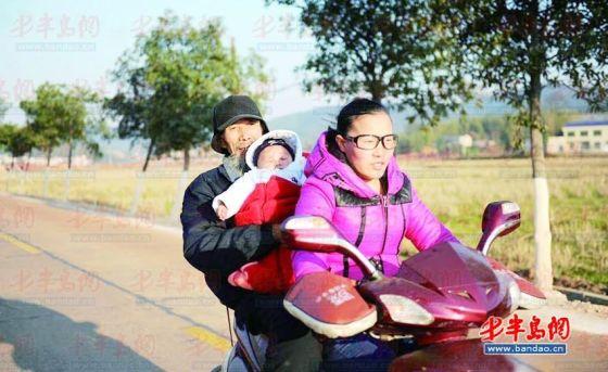文长林和自己27岁的妻子及孩子