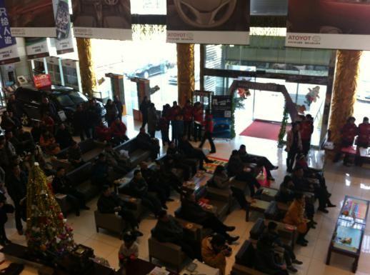 店內發布會開始前1小時,客戶已經開始提前陸續到場