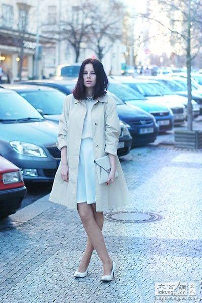 长大衣短裙混搭 营造层次感显瘦