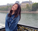倪妮漫游巴黎街头素颜搞怪自拍