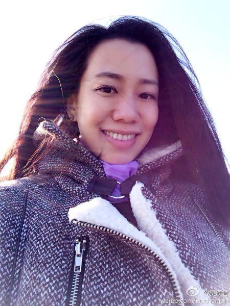 吴辰君笑容灿烂