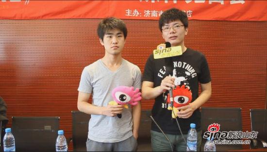 《ONE•一个》巡签济南站媒体见面会,图为薛诗汉和金丹华