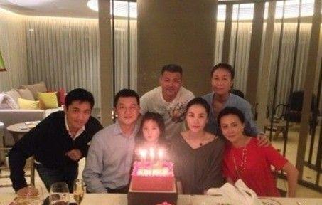 李亚鹏、王菲曾与梁朝伟夫妇为女儿庆生