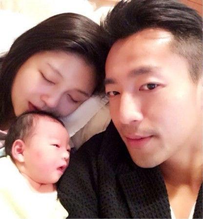 汪小菲和妻女幸福合影