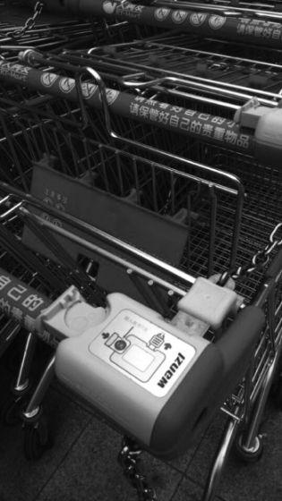 潍坊大润发超市给购物车上锁引市民吐槽(图)