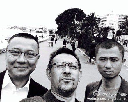 马珂、姜文和谢征宇合影