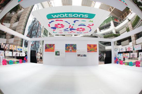 配图四:屈臣氏25周年爱心画展由四名知名插画师共同打造,独特展现中国消费者的美丽瞬间