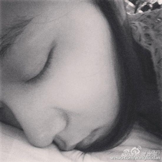 王珞丹在微博中表示最近太累了