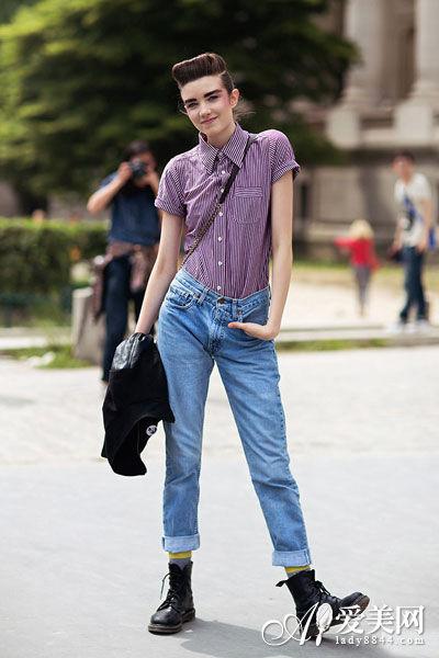 牛仔裤搭配四季不衰 极速修身显线段