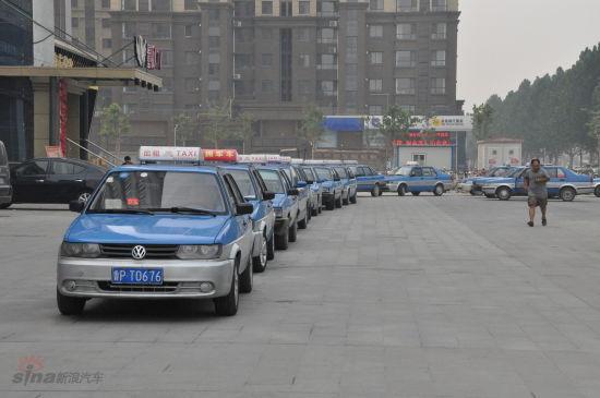 排队等侯的出租车