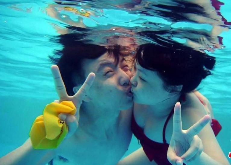 情侣水下接吻大赛