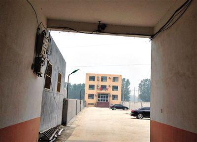 7月3日,东平县银山镇银悦宾馆。去年12月23日,晴晴称在这里被三名男子强奸。