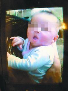 19岁母亲与男友泡网吧 婴儿饿死只剩皮包骨 图