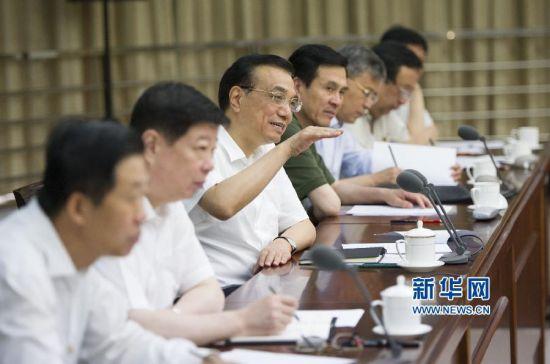 李克强同新登记企业负责人座谈 新华社记者 黄敬文 摄