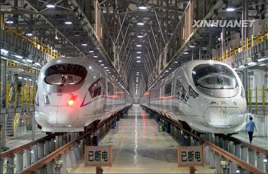 这是在检修线上等待检修的动车组(7月29日摄)。新华社记者 朱峥 摄
