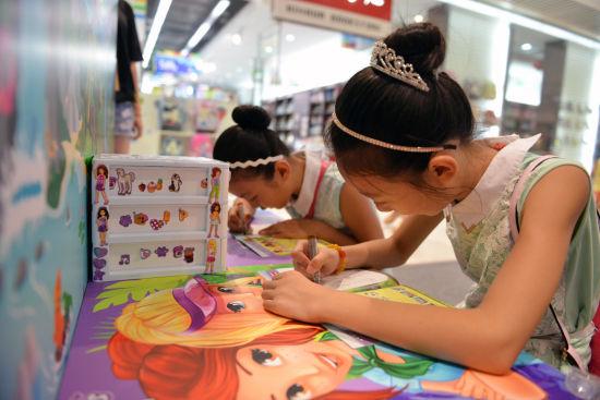 图五:乐高女孩体验区吸引了众多小姑娘的青睐