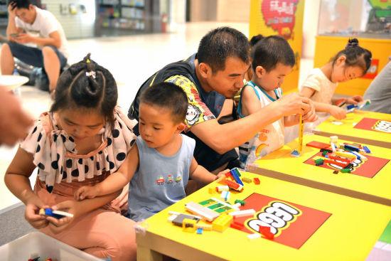 图六:家长与孩子的亲子互动