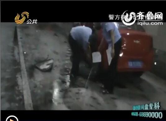 雪弗兰轿车驾驶员被压车下当场死亡。李富龙经汶川县人民医院努力救治,但因伤势过重,离开了这个他所热爱的世界。(视频截图)