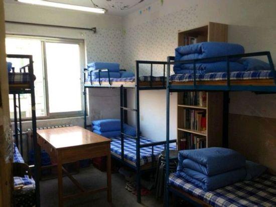 学校最古老的宿舍楼之一.一共是六层楼.没有独卫也没有阳台.