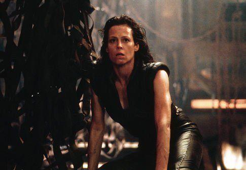 韦弗凭借《异形》中的女硬汉形象走红