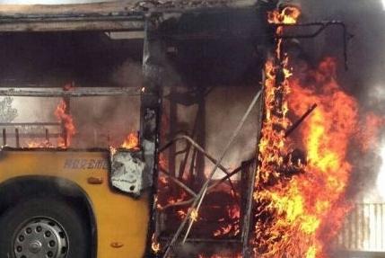 龙口公交纵火目击者:火太大没敢靠近