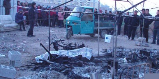 3月21日凌晨1时54分,山东平度市凤台街道杜家疃村一帐篷起火,造成村民1人死亡、3人受伤。公安机关调查认定是一起人为的纵火案。资料图