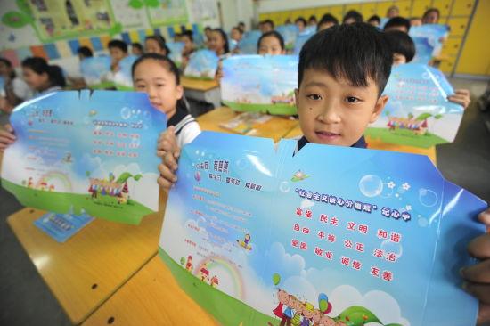 槐荫区32000名小学生领开学礼物图片