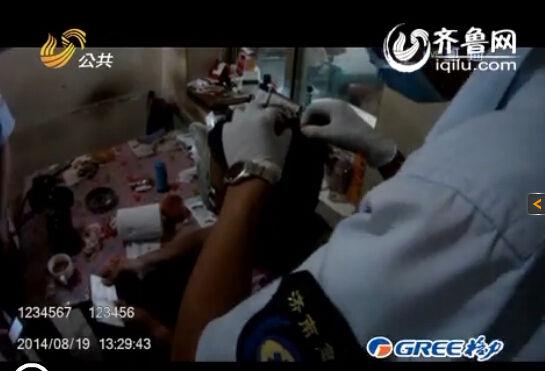 民警上门寻伤员救治(视频截图)
