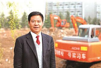山东蓝翔技校董事长荣兰祥。资料图