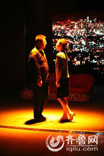 9月24日晚,山东省话剧院主演的话剧《烟》在济南市历山剧院上演