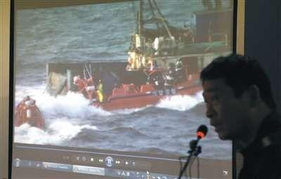 昨日,韩国木浦,韩方公布事发现场视频。当天韩国海警部门在全罗北道扶安郡以西的海域,对一艘中国渔船进行盘查时遭抵抗,海警开枪致渔船船长中弹身亡。图/CFP