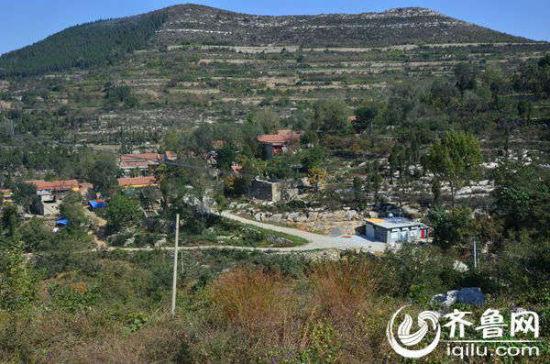 由于老峪村地处偏远,村落分别散落在山间,饮水问题成为村民面临的最大难题。