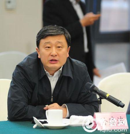 省发改委党组成员、副主任崔建波发言