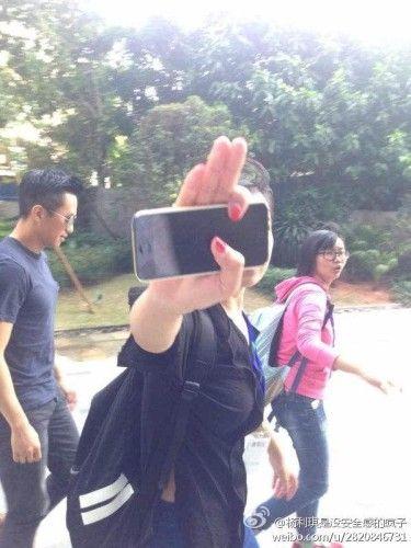 有网友在微博上曝出了,昨日邓超现身周星驰新片《美人鱼》的拍摄片场。之前曾传出邓超将演男一号的消息。