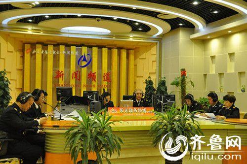 济南海关部门负责人做客《阳光政务热线》 齐鲁网记者 李娜 摄