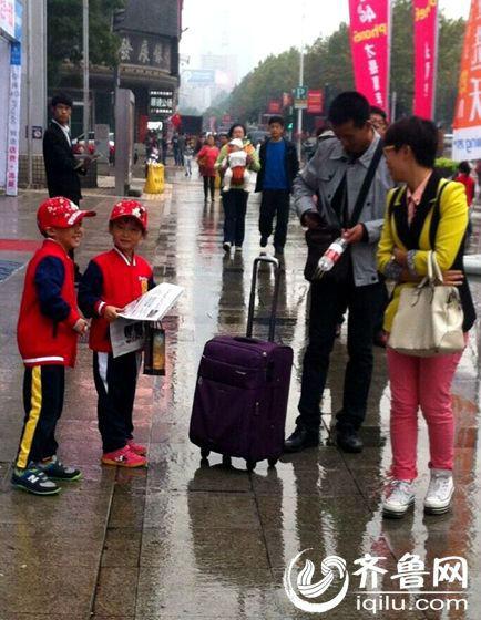 活动结束后,义卖所得款项共计230元已捐到济南市社会福利院。