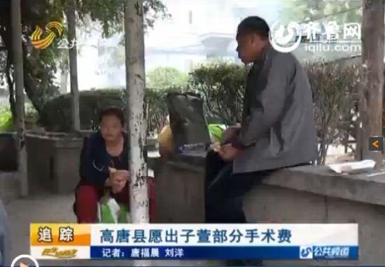 两天不见,小子萱的母亲刘玉香思女心切,一直守护在病房外。(视频截图)