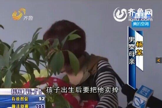 图为男婴母亲接受采访(视频截图)