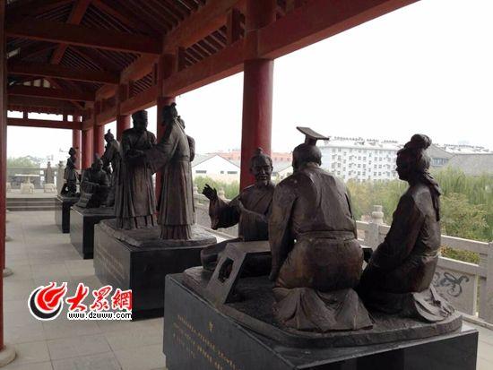 """28日下午,""""聚焦'一圈一带'——第十届中国网络媒体山东行""""采访团走进德州市董子文化园,感受儒学文化,尽览大汉雄风。"""