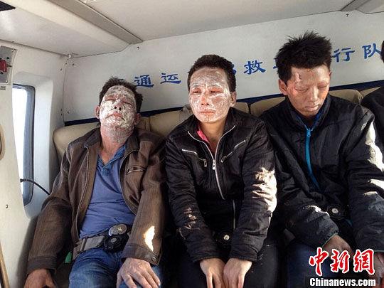 图为3名被炸伤的船员。冯小荧摄