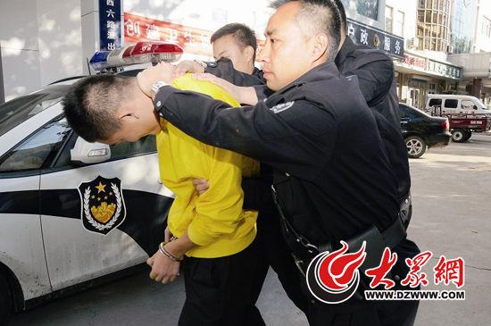 全国特级优秀人民警察 李向利 (资料图片)