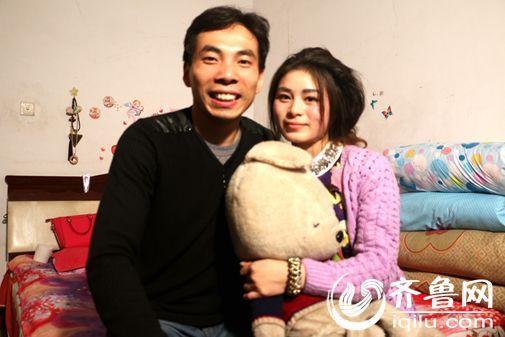 王怀见与他的妻子在一起