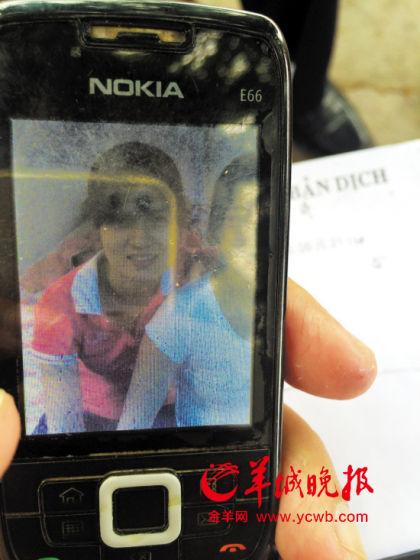 """卢大富手机中""""新媳妇""""的照片"""
