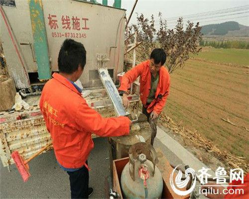 《济南市农村公路条例》确定了乡(镇)人民政府在农村公路管理中的法律地位,并以法规形式赋予了相应的职责。