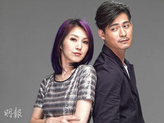周渝民与杨千嬅一起拍摄《单身男女2》海报。