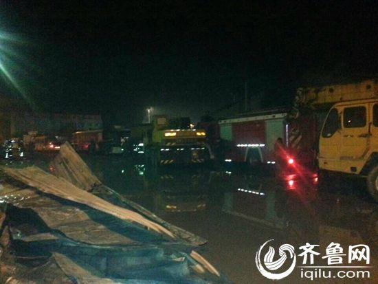 7日凌晨,发生在寿光龙源食品有限公司的火灾已经扑灭(齐鲁网记者赵锋摄)