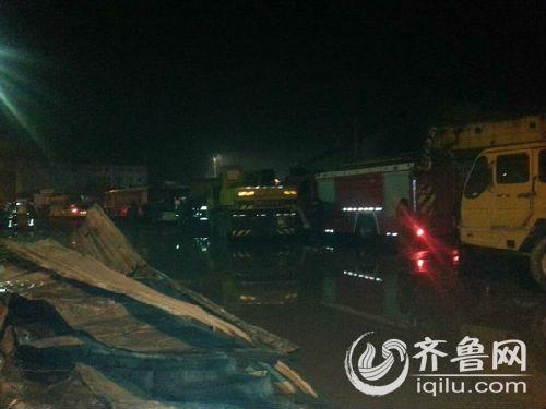 7日凌晨,发生在寿光龙源食品有限公司的火灾已经扑灭(齐鲁网记者赵烽摄)
